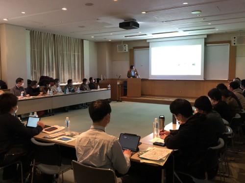 1日目、BE-PAL編集長の沢木拓也氏の講演。BE-PALの歩みと国内アウトドアの歴史が語られる。